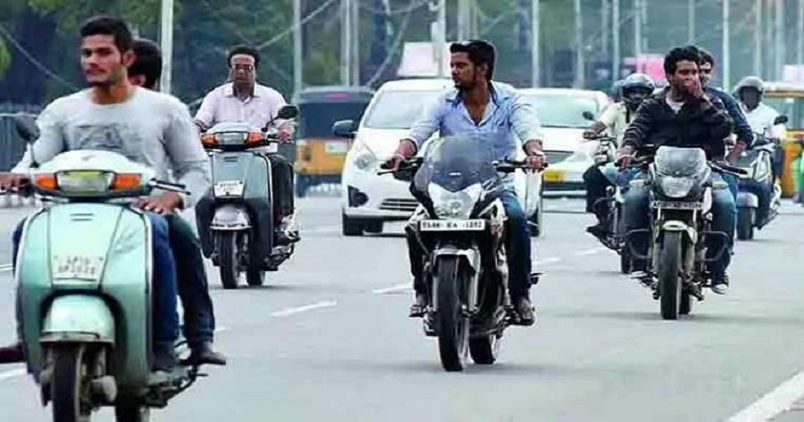 Two wheeler sales to further reduce by 10% next year: Two wheeler Dealer Association Gujarat